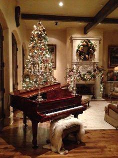Luxury Christmas decoration for your living room #homedecorideas #interiordesign #christmasdecor luxury homes, christmas ideas, luxury design . See more inspirations at homedecorideas.eu/