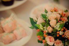 Flores em tons pasteis para arranjo de casamento