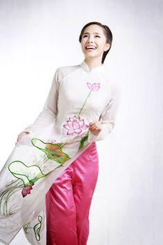 Áo dài cưới họa tiết hoa sen đẹp 04