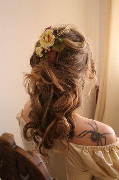 Cream Autumn Romantic antique looking flower fascinator hair piece. $48.00, via Etsy.