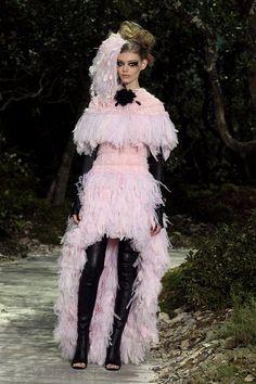Vestidos cor-de-rosa para noivas   O blog da Maria. Vestido de Chanel. #casamento #vestidodenoiva #rosa
