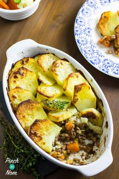 We love a quick & easy dinner, with little washing up. This Minced Beef Hotpot is cheap, tasty, easy to make! Slimming World Mince Recipes, Slimming World Quick Meals, Slimming Eats, Pork Casserole Recipes, Beef Hotpot, Minced Beef Recipes, Healthy Dinner Recipes, Cooking Recipes, Savoury Recipes