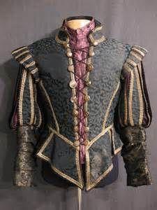 16世紀ルネサンス貴族男性。doublet(ダブレット)=首から腰までを覆う、長袖、前閉じのシャツでキルティングを施しているものが主流。本来鎧の下に着るので、体にピッタリ合わせて作る。14世紀以降は貴族から庶民まで幅広く着られるようになった。後期には、キルティングなしのダブレットや逆に貫禄をつけるためか布袋腹になるよう詰め物をしたダブレットもあった。 Renaissance Doublet