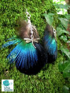 """Boucles d'oreille """"Peacock"""" plumes de paon  http://www.alittlemarket.com/boucles-d-oreille/fr_boucles_d_oreille_peacock_plumes_de_paon_-10012057.html"""