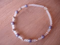 Frosted glass pearls, lilac Indian lampwork and silverplated coins. For sale via Etsy à 10 euro