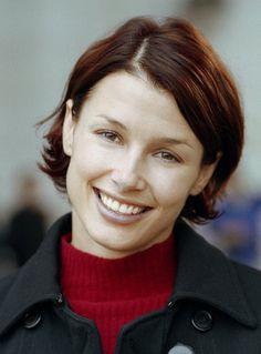 Bridget Moynahan in The Recruit Girl Celebrities, Celebs, Low Maintenance Haircut, Bridget Moynahan, Beautiful People, Beautiful Women, American Actress, Lady In Red, Short Hair Styles