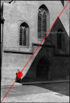 脫口秀主持人Charlie Rose曾在巴黎訪問布列松,問她什麼是好的照片構圖,布列松毫無思考的回答:「幾何圖形。」