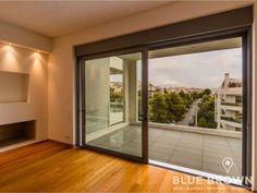 Στην Κάτω Βούλα πωλείται αυτό το νεόδμητο διαμέρισμα 140 τ.μ., με 3 υπνοδωμάτια, 3ου ορόφου, σαλόνι με τζάκι, αποθήκη, 2 θέσεις  πάρκινγκ, 2 μπάνια, σε ήσυχο σημείο...