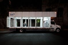 ports with a full cultural programme. A truck carrying over 1,200 volumes of visual art and culture, the A47 travels the streets of Mexico City, providing the residents of various neighbourhoods in the capital with access to its contents.