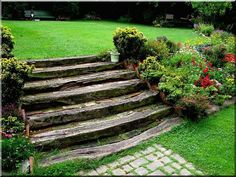 Kerti lépcső vasúti talpfákból - Antik bútor, egyedi natúr fa és loft designbútor, kerti fa termékek, akácfa oszlop, akác rönk, deszka, palló