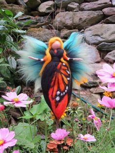 Deko-Objekte - Schmetterlings Fee gefilzt aus Wolle - ein Designerstück von filzweiber bei DaWanda