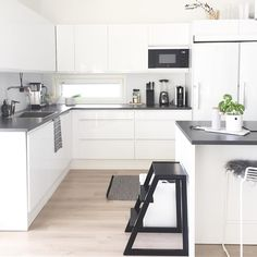 Tidy Kitchen, Living Room Kitchen, New Kitchen, Kitchen Decor, Kitchen Design, Custom Kitchen Cabinets, Minimalist Kitchen, Home Kitchens, Sweet Home