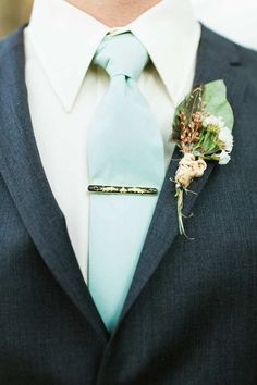 coat and tie idea for the groom <3