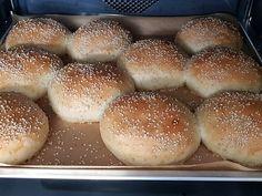 The perfect hamburger buns - recipes Hamburger Bun Recipe, Hamburger Patties, Hamburger Buns, Superfood, Chef Recipes, Fish Recipes, Chicken Recipes, Thanksgiving Desserts, Different Recipes