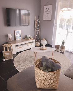 156 first apartment decorating ideas on a budget 21 Cozy Living Rooms, Home Living Room, Interior Design Living Room, Living Room Designs, Living Room Decor, Bedroom Decor, Wall Decor, First Apartment Decorating, Room Inspiration