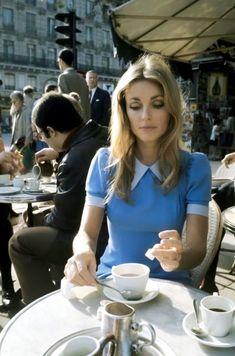 Sharon Tate, Paris, 1968 - photo by Jean-Claude Deutsch Sixties Fashion, Retro Fashion, Vintage Fashion, 70s Inspired Fashion, 70s Aesthetic, Sharon Tate, Looks Vintage, Photos Du, Vintage Beauty