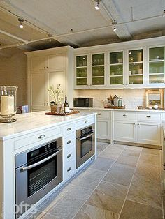 Kitchen island with oven double island kitchen layout classic kitchen double oven kitchen white kitchen island Double Island Kitchen, Kitchen Oven, Kitchen Redo, Kitchen Tiles, New Kitchen, Kitchen Cabinets, Kitchen White, Kitchens With Double Ovens, Ovens In Kitchens