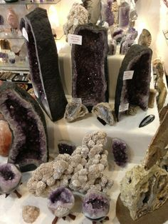 Mama's Minerals prides itself on its knowledgeable customer service, honed over more than two decades in the rocks and minerals business. You'll find a universe of interesting and beautiful mineral treasures and other products - authentic fossils, natural minerals, metal detectors and prospecting supplies, metaphysical supplies... and beads, beads and more beads!