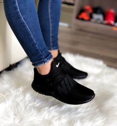 Best Sneakers Fashion Part 13 All Black Nike Shoes, Black Shoes Sneakers, All Black Nikes, Black Running Shoes, Running Shoes Nike, Slip On Shoes, Sneakers Fashion, Pink Nike Shoes, Leopard Shoes