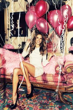 Balloons are a must! Cute picture idea of the bride for a bachelorette party. Alessandra Ambrosio, I Party, Party Time, Party Ideas, Party Scene, Fashion Foto, Fashion Beauty, Myconos, Bachlorette Party