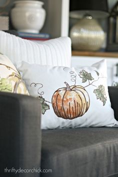Using table linens to make seasonal pillows
