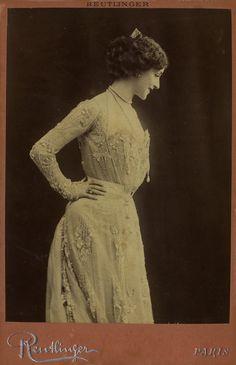 Actrice Lina Cavalieri. Kabinet albumine foto (1900) gemaakt door Leopold Reutlinger in Parijs. Verzameling Wilfried Vandevelde.