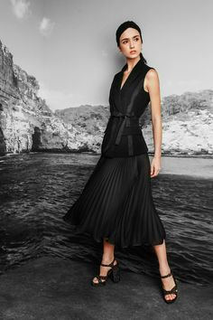 Nicole Miller Resort 2017 Fashion Show http://www.vogue.com/fashion-shows/resort-2017/nicole-miller/slideshow/collection#22