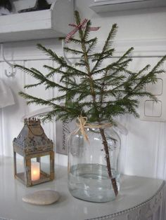 You HAVE TO check out these modern minimalist Christmas decorations! I'm so glad I found these understated Christmas decoration ideas, definitely going to use these to add Christmas d Minimalist Christmas Tree, Scandinavian Christmas Trees, Bohemian Christmas, Noel Christmas, Christmas Crafts, Minimal Christmas, Modern Christmas Trees, Christmas Tree Ideas For Small Spaces, Christmas Tree Vase