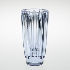AIMO OKKOLIN - A crystal vase for Riihimäen Lasi Oy, Finland. - Neodymium, faceted crystal. [h. 25 cm] Retro Art, Retro Vintage, Glass Design, Design Art, Finland, Modern Contemporary, Shot Glass, Bowls, Glass Art