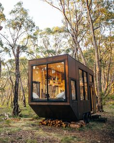 Unplug at This Off-Grid Tiny Home in South Australia - House Architecture Tiny Cabins, Tiny House Cabin, Tiny House Living, Tiny House On Wheels, Modern Cabins, Off Grid Tiny House, Off Grid Cabin, Off The Grid Homes, Eco Cabin