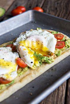 Egg and Avocado Breakfast Flatbread #egg #avocado #breakfast