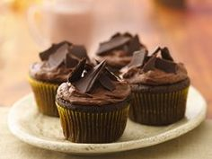 Cap off a Mexican meal with this distinctive chocolaty dessert. It& a sweet and spicy delight! Cap off a Mexican meal with this distinctive chocolaty dessert. Its a sweet and spicy delight! Mexican Chocolate, Chocolate Butter, Melting Chocolate Chips, Delicious Chocolate, Chocolate Lovers, Chocolate Recipes, Cupcakes Au Cholocat, Cupcake Cakes, Chili Cupcakes