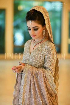 Simple bridal look pakistani 17 Ideas for 2019 Asian Wedding Dress, Pakistani Wedding Outfits, Asian Bridal, Pakistani Wedding Dresses, Bridal Outfits, Pakistani Hair, Pakistani Couture, Desi Bride, Desi Wedding