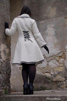 Manteau réalisé par Fleur de Lis Avec un velours de laine les 3m à partir de 15€