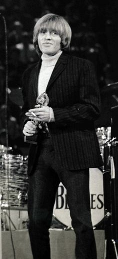 Brian Jones, award in hand ad standing in front of The Beatles drum kit! Mick Jagger Rolling Stones, The Rolling Stones, Brian Jones Rolling Stones, Guitar Songs, Album Songs, Guitar Chords, Ukulele, Acoustic Guitar Strap, Acoustic Guitars
