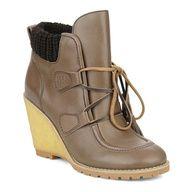 Les 50 paires de chaussures les plus canons de la rentrée  http://www.glamourparis.com/mode/shopping-tendance/diaporama/les-50-paires-de-chaussures-les-plus-canons-de-la-rentree/5796
