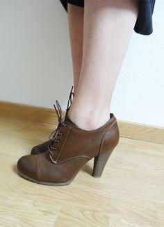 A vendre sur #vinted ! http://www.vinted.fr/femme/bottes-and-bottines/14412550-bottines-a-lacets-et-talons-marron