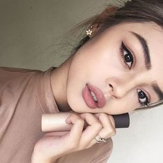 12 Gorgeous Nude Makeup Looks For Every Occasion - makeup #neutral #nudemakeup