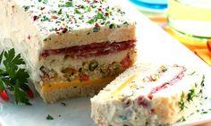 Receitas de sanduíches e lanches para o verão - Culinária - MdeMulher - Ed. Abril Sandwiches, Sandwich Cake, Brazilian Buffet, Seafood Diet, Salty Snacks, Pasta, Finger Foods, Delish, Cheesecake