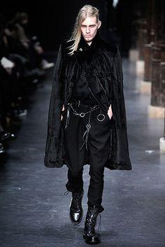 Ann Demeulemeester Fall 2010 Menswear Fashion Show Dark Fashion, Gothic Fashion, High Fashion, Fashion Show, Emo Fashion, Cyberpunk Fashion, Goth Guys, Goth Men, Runway Fashion
