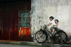 street-art-interacting-with-surroundings-Bicycle, George Town, Malaysia-Ernest Zacharevich Street Art Utopia, Street Art Graffiti, Urban Graffiti, Street Mural, Best Street Art, Amazing Street Art, Amazing Art, Amazing Photos, Amazing Places