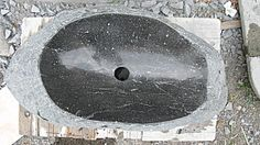 Taille de pierre - vasque en basalte - Vasque dans une… - Grande vasque en… - vasque en marbre… - Contre marche… - Atelier de sculpture Lucie Delmas