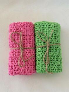 1 Sett m/2 hekla kluter i rosa og vårgrønn.