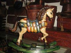 Liebevoll handgeschnitztes und #bemaltes #Schaukelpferd aus #Peru, 48 cm gross Vintage Designs, Retro Vintage, Christmas Time, Xmas, Carousel Horses, Girls Dream, Beautiful Horses, Little Girls, Old Things