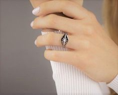 Silver signet ring / Star signet ring / Lozenge signet ring / Signet ring women / North star ring / Polaris ring / Signet ring / Silver ring  This dainty signet ring is stylish and effortless. It is the perfect little something that will complete your look. Material: Stainless 14K Gold plated  or