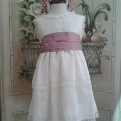 Vestido de plumeti con fajín en rosa y escote trasero en pico.  Cubete´s Kids - www.cubeteskids.es
