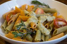PÂTES COMPLÈTES AU PESTO DE PISTACHES Une recette vegan originale et saine ... grâce aux fibres qu'elles contiennent, le sucre des pâtes complètes ne passe pas aussi vite dans le sang que celui des pâtes raffinées ! Et puis, au lieu du fromage, un bon Pesto de Pistaches ... Yum, de quoi faire la fête tout en préservant sa santé !  http://www.gourmet-vegetarien.com/pates-completes-pesto-pistaches/