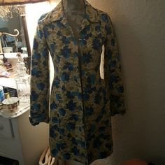 Old Navy Khaki Floral Jacket Like new Khaki, Blue, and Green Floral Jacket. Lined. Excellent condition! Old Navy Jackets & Coats Trench Coats