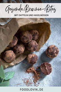 Super chocolate brownie energy balls made from healthy ingredients. With dates, hazelnuts and an extra portion of protein Super chocolate brownie energy balls made from healthy ingredients. With dates, hazelnuts and an extra portion of protein Keto Foods, Keto Snacks, Keto Recipes, Healthy Snacks, Healthy Recipes, Keto Meal, Asian Recipes, Dinner Recipes, Protein Brownies