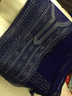 Original Pakistani R. Kurti: Pure Chiffon with original Mukesh work. Comes with pure chiffon dupatta and churidar or pants bottom. Available in multiple colors and patterns. Pakistani Party Wear, Pakistani Outfits, Indian Outfits, Indian Dresses, Pakistani Clothing, Punjabi Dress, Punjabi Suits, Salwar Suits, Pakistani Street Style